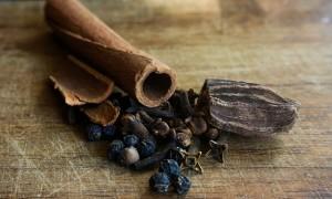 Nie tylko cynamon i wanilia! Do czekolady pasuje również ostre chilli w proszku.