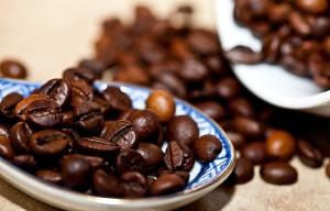 jak praży się ziarna kawy