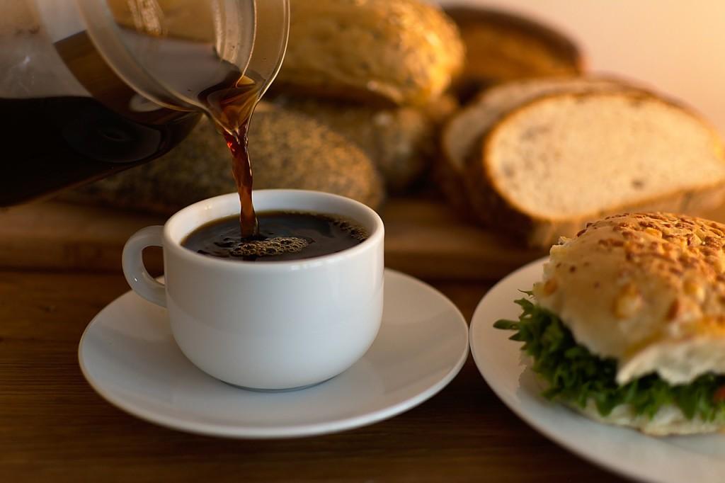 kawa do śniadania