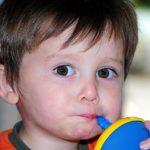 Czy pozwalać dziecku pić kawę?