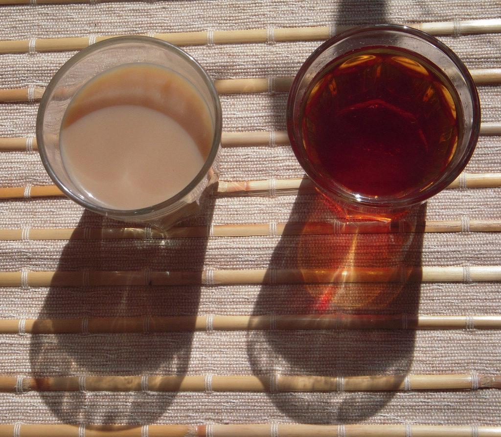 Herbata z mlekiem i bez