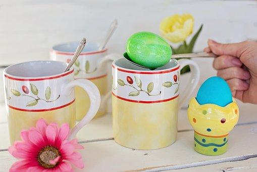 kawa z jajkiem na Wielkanoc