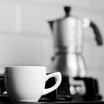 parzenie kawy w kafeterce