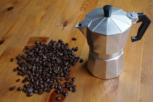 kafeterka i ziarna kawy