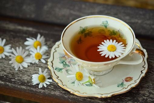 herbaty na trawienie rumianek