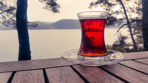 zaparzona czerwona herbata